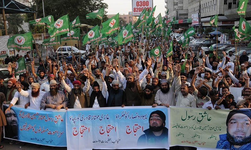 Qadri's supporters protest, Monday